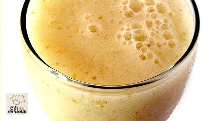 Leckerer Kokos-Mango Proteinshake