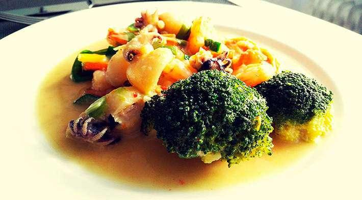zum Rezept Kokos-Ingwer Gemüsepfanne mit Meeresfrüchten