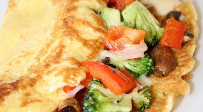 zum Rezept Low-Carb Eierpfannkuchen mit Gemüse