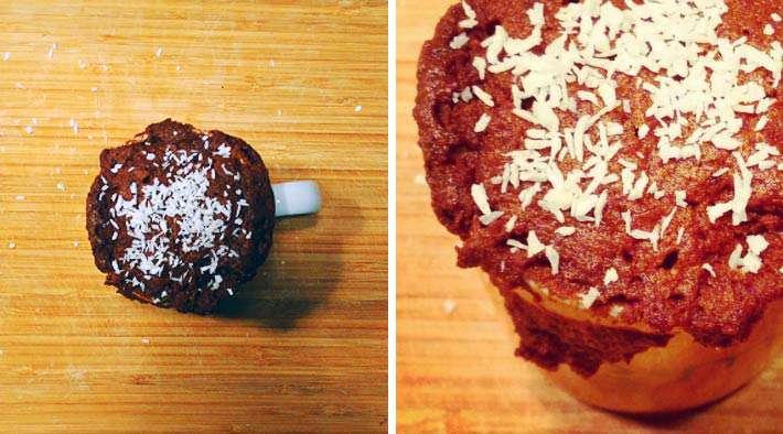Low-Carb Schoko-Tassenmuffin mit Kokosflocken