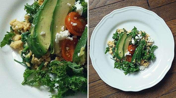 zum Rezept Grünkohl-Avocado-Rührei mit Tomaten und Feta
