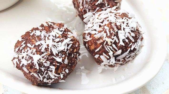 zum Rezept Low-Carb Schoko-Protein-Kokos-Bällchen