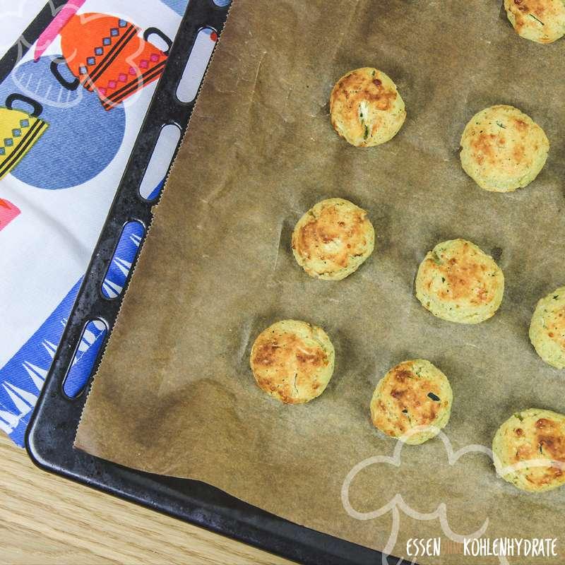 Low-Carb Zucchinibällchen mit Käse