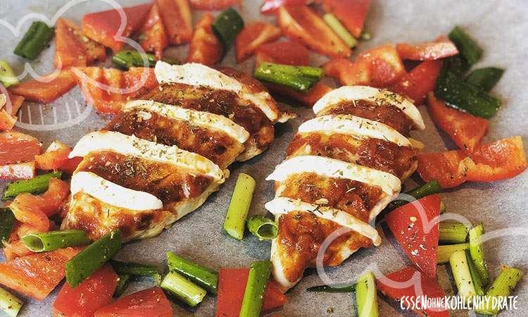 zum Rezept Fächer-Pesto-Hühnchen mit Ofengemüse