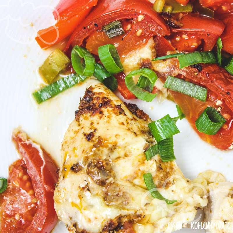 Fächer-Pesto-Hühnchen mit Ofengemüse