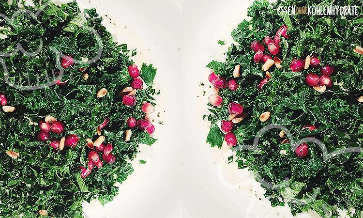 zum Rezept Kale Salat mit Pinienkernen und Granatapfel