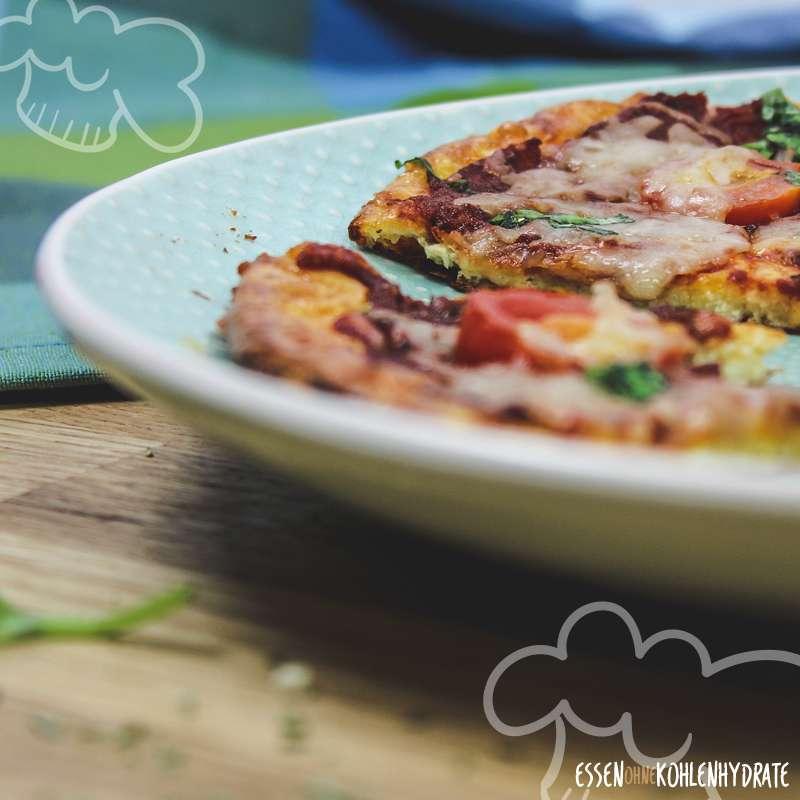 Einfache Low-Carb Pizza (ohne Mehl)