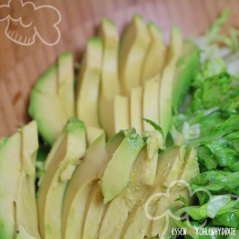 Fitness-Salat mit Rinderstreifen und Avocado