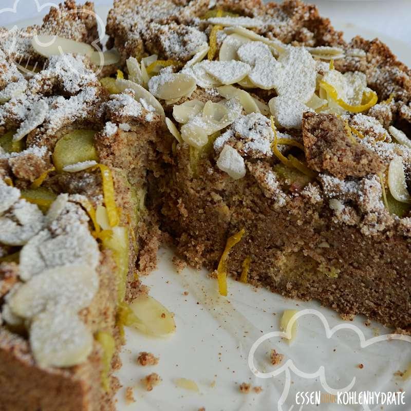 Saftiger Low-Carb Rhabarberkuchen