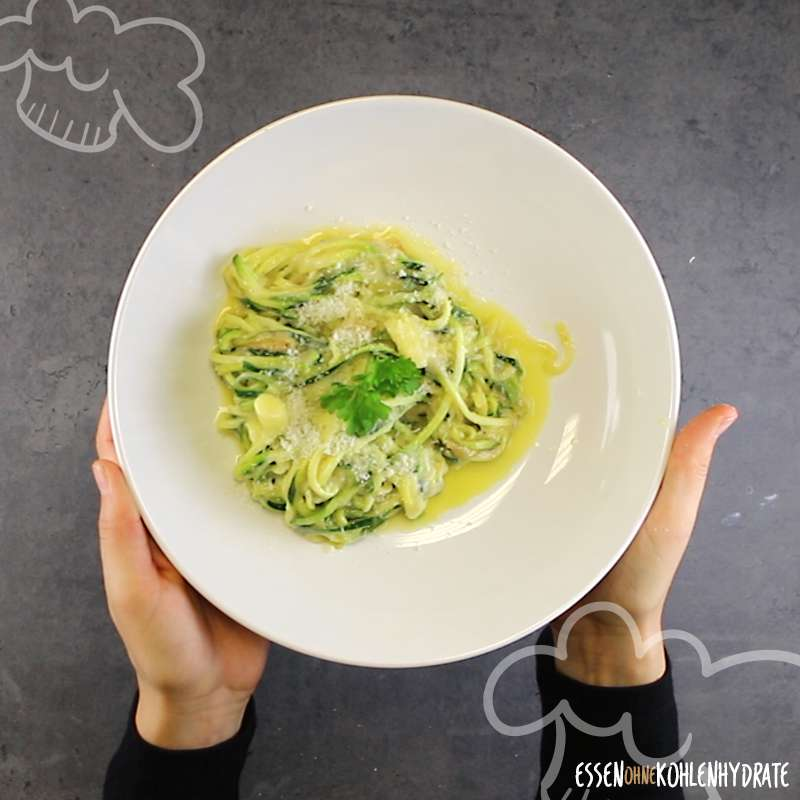 Parmesan-Zucchini-Nudeln
