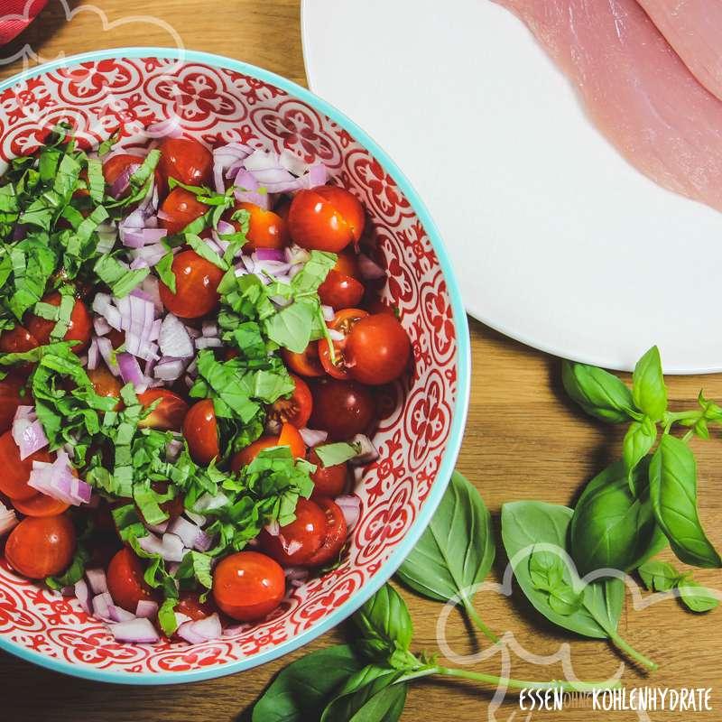 Parmesan-Schnitzel mit Tomatensalat