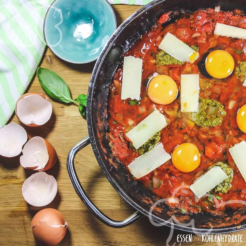 Eier und Tomaten aus dem Ofen