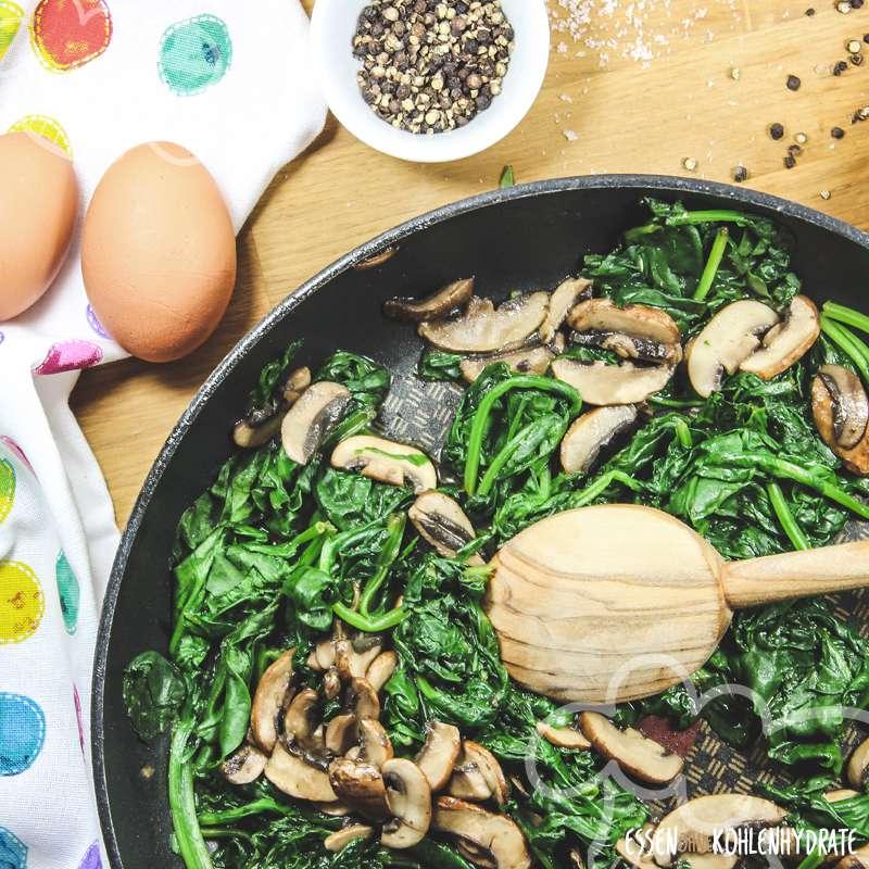 Spinatpfanne mit Ei