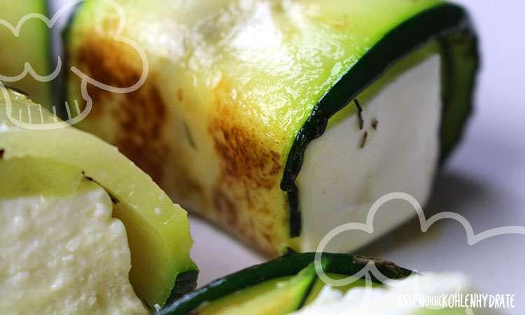 zum Rezept Feta im Thymian-Zucchini-Mantel