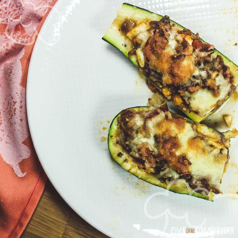 Gefüllte Zucchini mit Ei