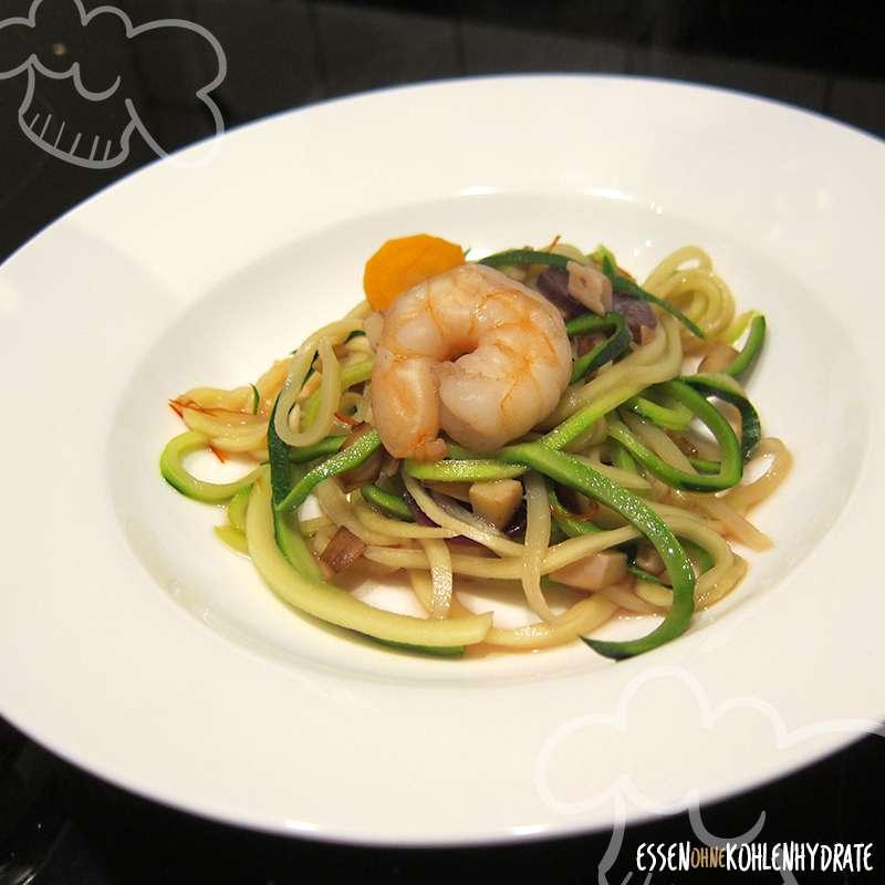 Zucchini-Pho mit Garnelen