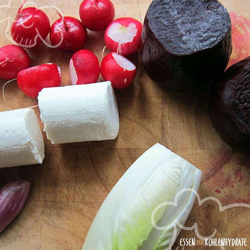 Rote Beete-Carpaccio mit Chicorée und Radieschen