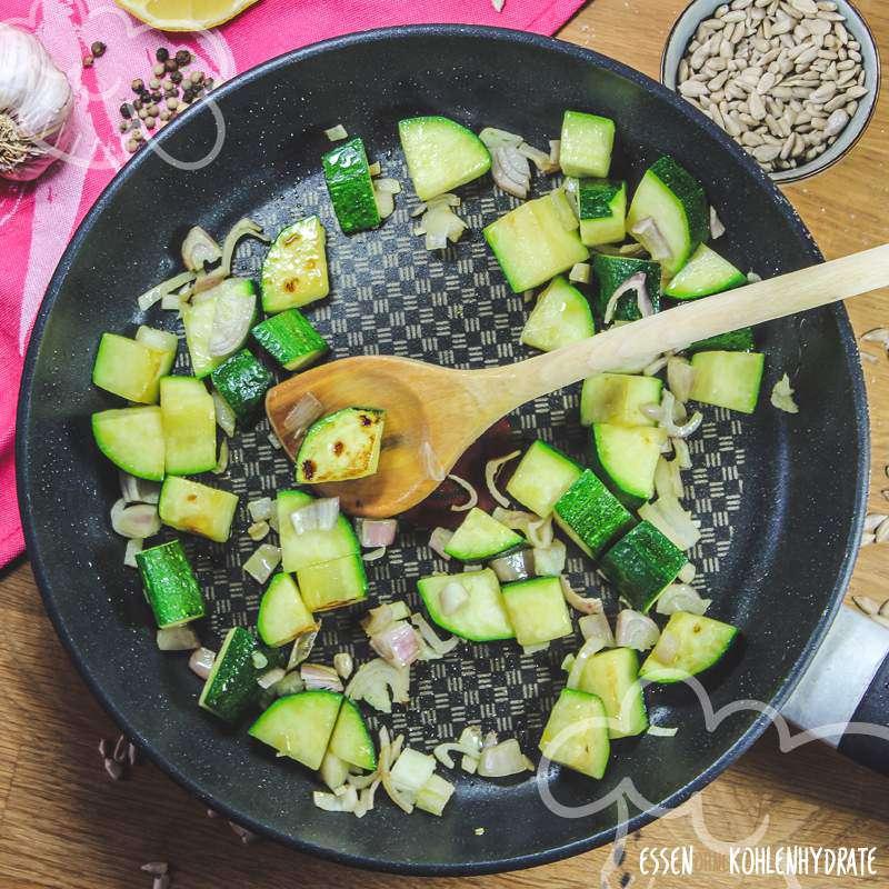 Schnelle Zucchinipfanne