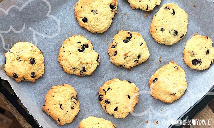 zum Rezept Low-Carb Chocolate Chip Cookies