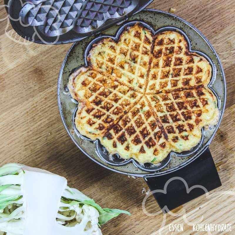 low carb blumenkohl waffeln low carb rezepte essen ohne kohlenhydrate. Black Bedroom Furniture Sets. Home Design Ideas