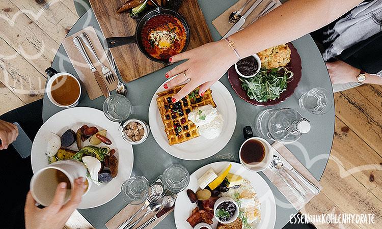 Iss deine Mahlzeiten in Ruhe am Tisch