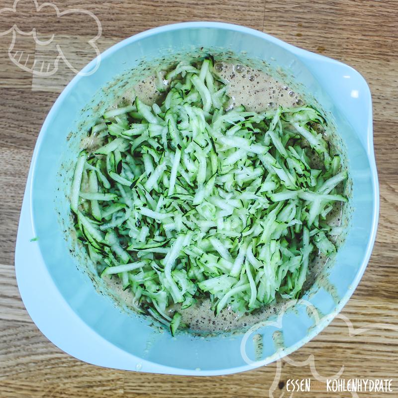 Low Carb Zucchinikuchen