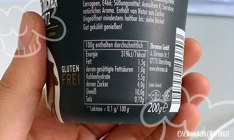 Nährwerttabelle auf einem Becher Ehrmann Protein Pudding